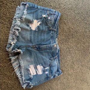 Distressed blue jean short